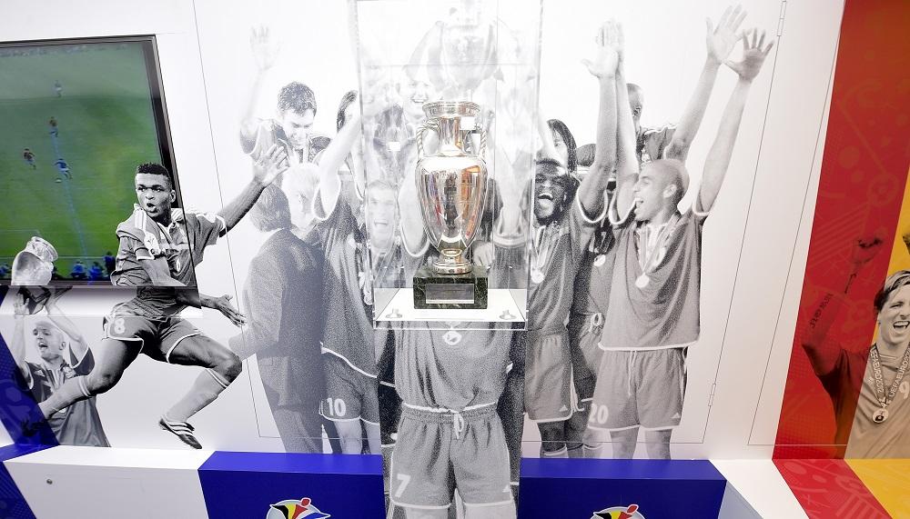 Trophée-Henri-Delaunay-UEFA-EURO-2016-Tournée-du-Trophée