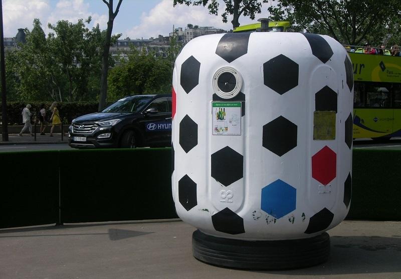 UEFA EURO 2016 - colonne à verres customisée - Itinéraire Fan Zone Tour Eiffel