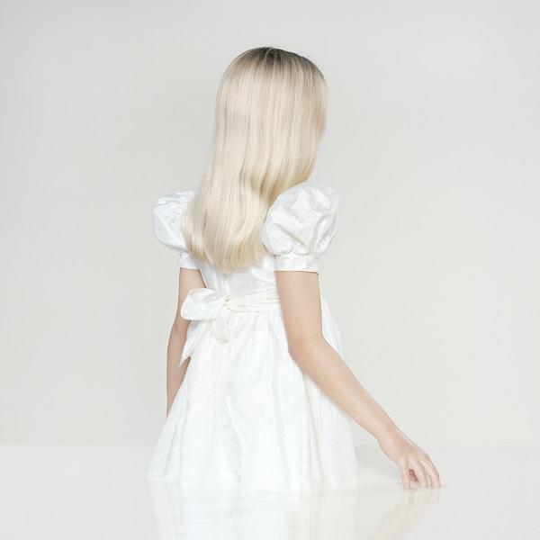 INFINITY Petrina Hicks - Gothique Blanc